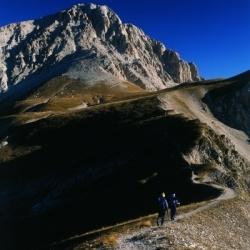 Gipfelbesteigungen in den Abruzzen: Aufstieg zum Corno Gande, 2912 m