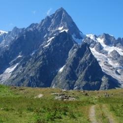 Trekking durch die Seitentäler von Aosta mit Mont Blanc Panorama: Grandes Jorasses