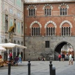 Hauptstat mit Flair: Plätze und Paläste