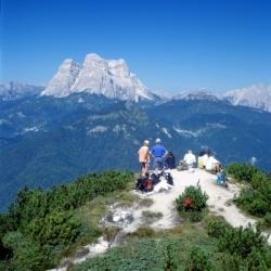 Wandern in den Dolomiten: Mezzodi-Gruppe mit Blick auf Pelmo Stock