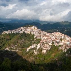 Wandern in der Basilikata: Gebirgig auch die Orte